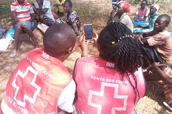 Kenyan Red Cross using the hhot app in flooding response
