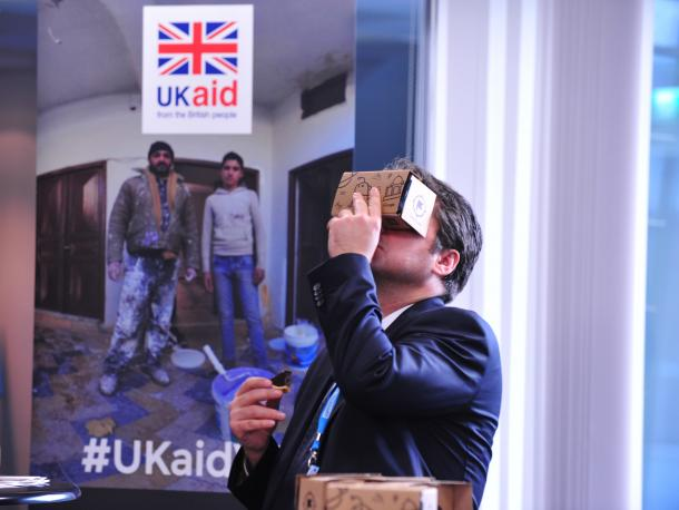 Delegate using virtual reality at event